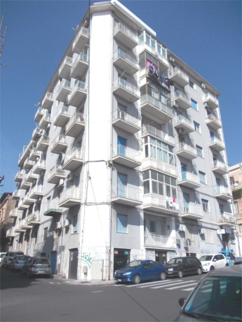 Appartamento 5 vani via Passo Gravina (angolo via Francesca Corso)